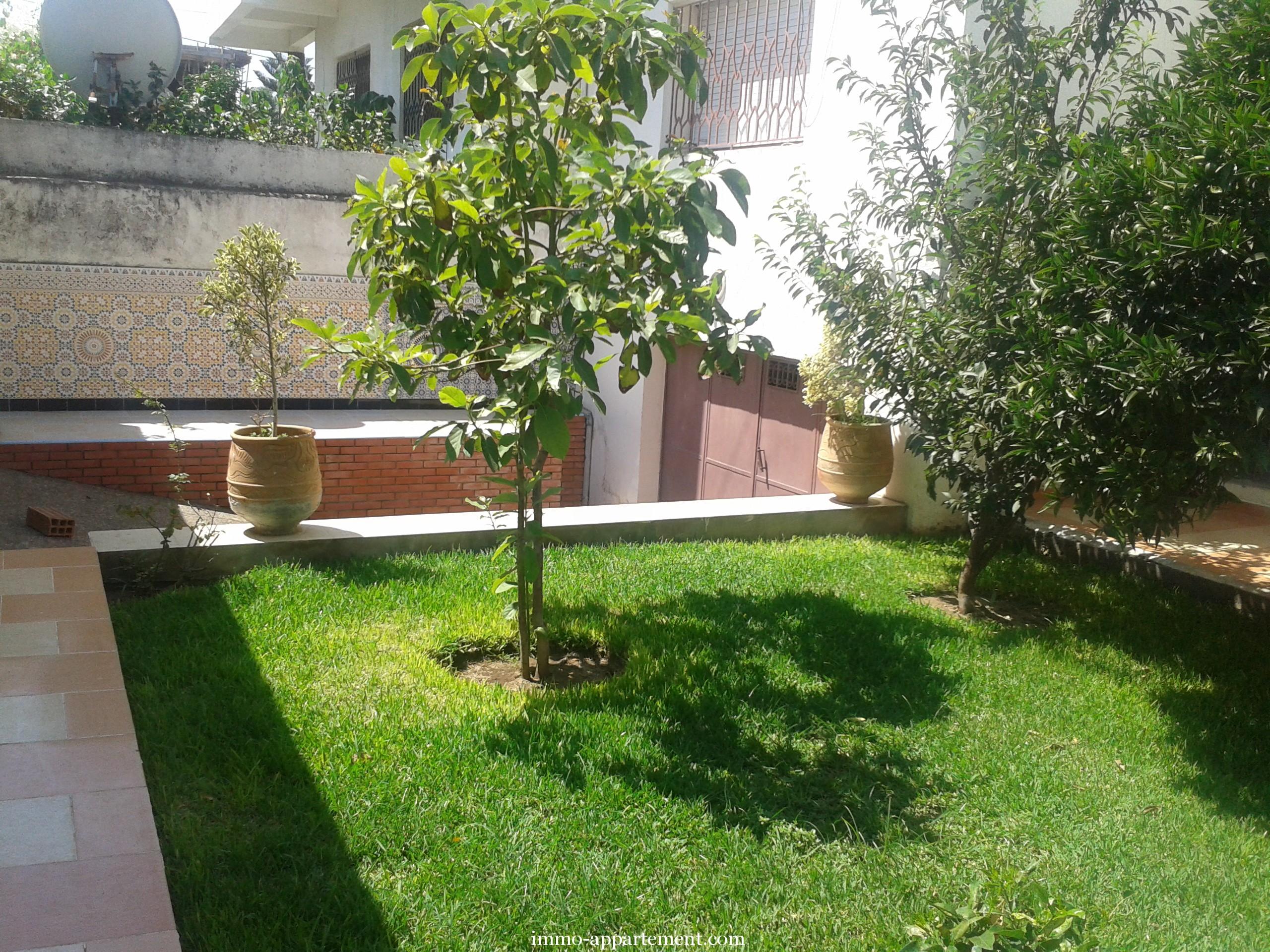 Villa louer avec jardin kenitrai immo appartement for Jardin villa antonine beziers